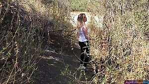 Shooting; blonde creampie'd by intimate trainer outdoors - Erin Electra